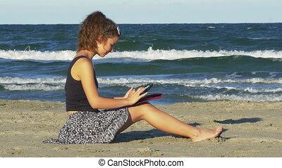 femme, tablette, elle, caucasien, pc, joli, amusement, avoir, mer
