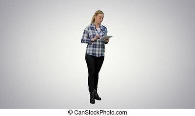 femme, tablette, jeune, arrière-plan., utilisation, blanc, lecture, présentation