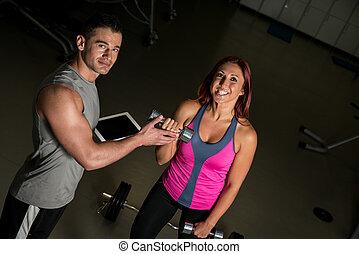 femme, tablette, numérique, exercisme, entraîneur, fitness, utilisation, homme
