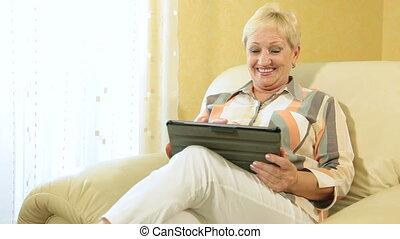 femme, tablette, numérique, utilisation