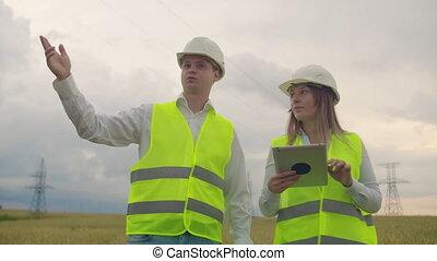 femme, tablette, pouvoir revêt, project., leur, construction, mains, progrès, homme, discuter, ingénieurs
