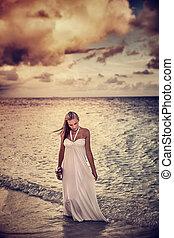 femme, temps, couvert, plage