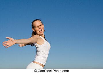 femme, tendu, jeune, bras, sourire heureux
