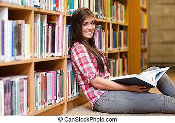 femme, tenue, livre, sourire, étudiant, jeune