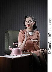 femme, thé buvant, beau