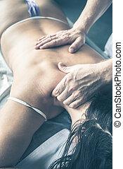 femme, thérapeute, masage, grand plan