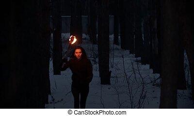 femme, torche, courant, nuit, danger, jeune, effrayé, hiver, forêt