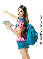 femme, touriste, tablette, asiatique, numérique, heureux