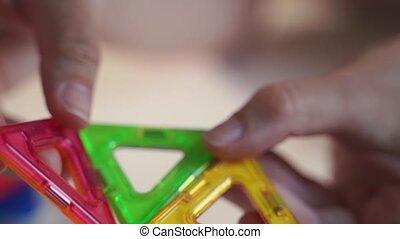 femme, toy., jouer, magnétique, preschooler., fin, ...