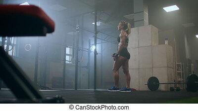 femme, training., ils, barre disques, ascenseur, lourd, weight., préparer