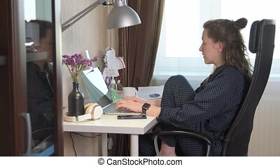 femme travail, maison