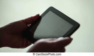 femme, travail, tablette, mains