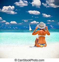 femme tropicale, plage, afrique., relâcher