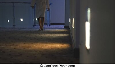 femme, unrecognized, promenade, peignoir, couloir, habillé, ...