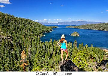 femme, usa, lac, jeune, baie, tahoe, émeraude, apprécier, californie, vue