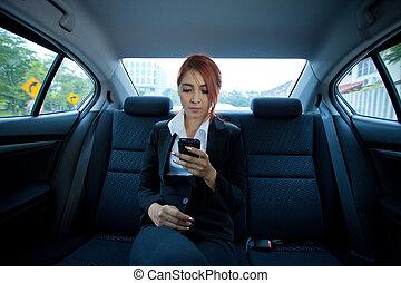 femme, utilisation, a, intelligent, téléphone