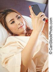 femme, utilisation, intelligent, téléphone