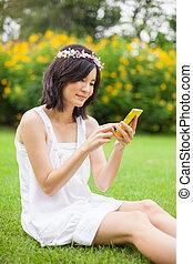 femme, utilisation, mobile, intelligent, téléphone