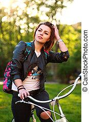 femme, vélo, songeur, parc, jeune, vert, coucher soleil