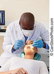 femme, vérifié, jeune, dentiste, dents, avoir