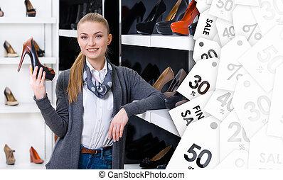 femme, vente, main, chooses, pompes, chaussure, élégant