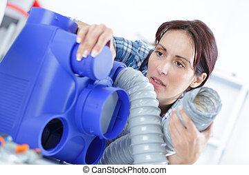 femme, ventilation, nettoyage