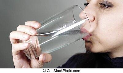 femme, verre, boire, close-up., arrosez verre
