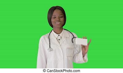 femme, vert, boîte, écran, sourire, médicament, tenue, chroma, key., docteur