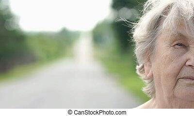 femme, vieux, dehors, figure, moitié, sérieux