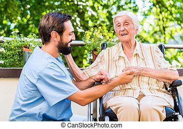 femme, vieux, gériatrique, repos, possession main, maison, infirmière
