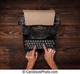 femme, vieux, machine écrire, dactylographie