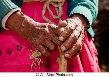 femme, vieux, main, amérique, pérou, sud