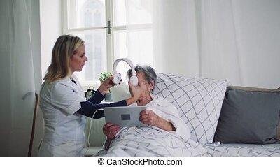 femme, visiteur, lit, portion, santé, malade, personne agee, home.