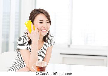 femme, voir, a, intelligent, téléphone