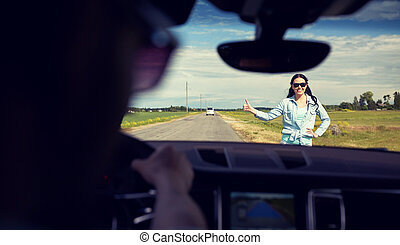 femme, voiture, auto-stop, haut, pouces, arrêt