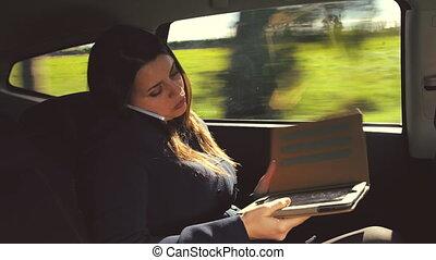 femme voiture, téléphone affaires