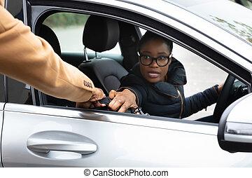 femme, voiture, voler, voleur, quoique, valise, arrêt
