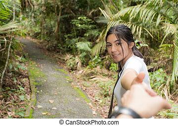 femme, voyager, camping, forêt