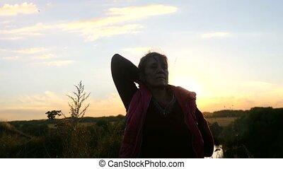 femme, yoga, elle, séance, mains, sunrise., coucher soleil, mûrir, 3840x2160, apprécier, ou, élévation, falaise