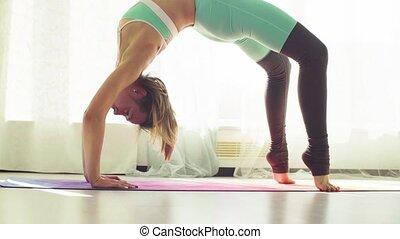 femme, yoga, jeune, studio., asanas