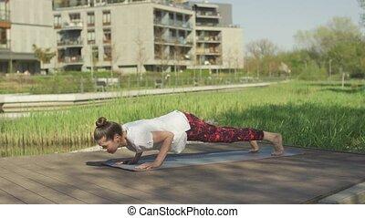 femme, yoga, jeune, updog, attitude
