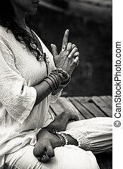 femme, yoga, mudra, symbolique, extérieur, bw, mains, geste