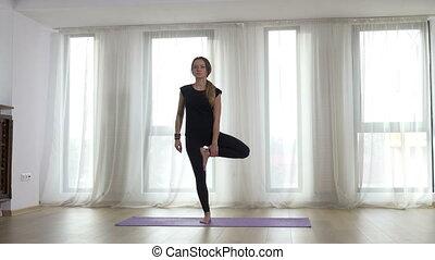 femme, yoga, pratique, haut, chaud, adulte, avant