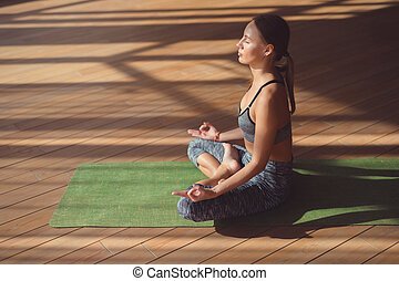 femme, yoga, pratiquer, jeune