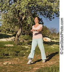 femmes aînées, marche