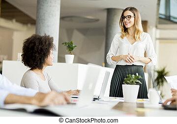 femmes affaires, deux, bureau, jeune