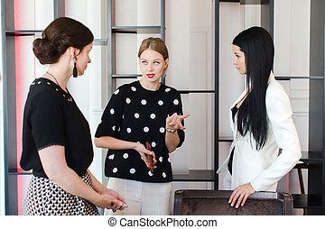 Femmes, bureau, communiquer