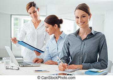 femmes, bureau, fonctionnement, equipe affaires
