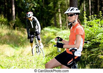 femmes, cyclisme, deux, forêt