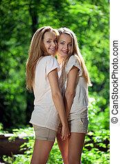 femmes, forêt, jumeaux
